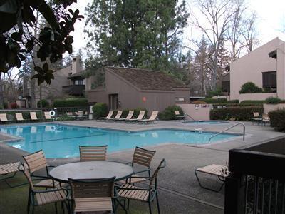 woodside-condos-sacramento-pool